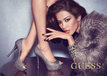 Juliana Imai & Sandrah Hellberg par Claudia & Ralf Pulmanns pour Guess Accessories Fall 2012