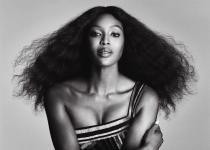 Naomi Campbell rend hommage à Tina Turner dans V Magazine