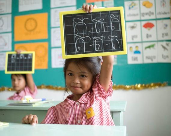 Only-Noa-Tina-Kieffer-association-Toutes-a-lEcole-Cambodge-02 Collaboration Only Noa & Tina Kieffer pour l'association 'Toutes à l'Ecole' au Cambodge