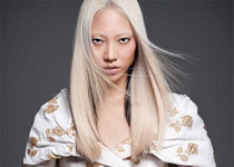 Soo Joo par Sy Delorme en Chanel Collection pour PPaper Fashion