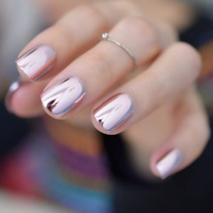 couleur vernis a ongle automne mains holographic