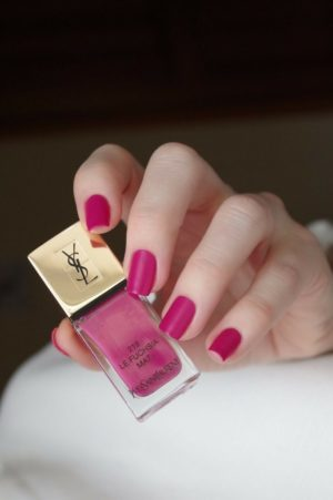 couleur vernis a ongle automne mains ombre fuchsia 01