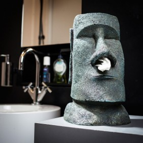 idee saint valentin homme cadeauxfolies distributeur de mouchoirs moai