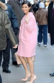 indispensables automne manteau rose kourtney kardashian