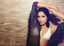 Freida Pinto pour Esquire magazine UK