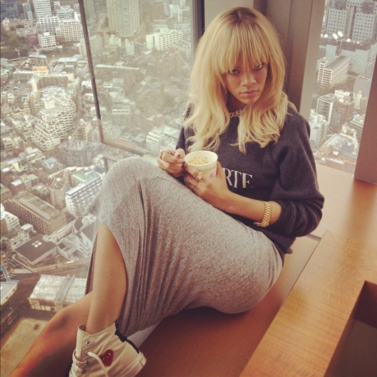 rihanna blond