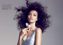 Hot Shoot : Shanina Shaik pour Vogue Australia Mai 2012